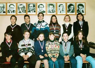 Юрий Быков в первом ряду, слева второй